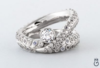 Оригинальное кольцо из золота
