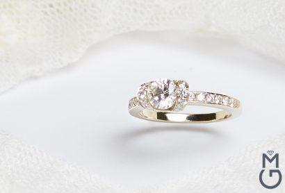 Помолвочное кольцо в стиле Tiffany Ribbon