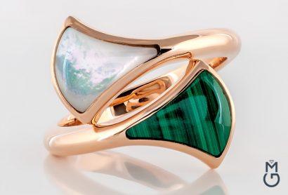 Золотое кольцо с малахитом и перламутром