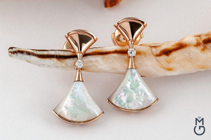Золотые серьги с перламутром и бриллиантами