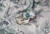 Серебряные обручальные кольца с камнями