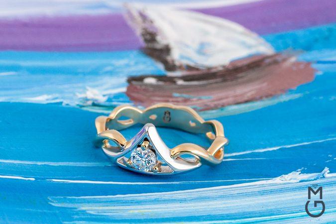 Нежное золотое кольцо с бриллиантом