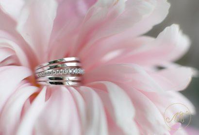 Кольцо из белого золота с дорожкой бриллиантов