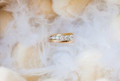 Женское обручальное кольцо с дорожкой бриллиантов