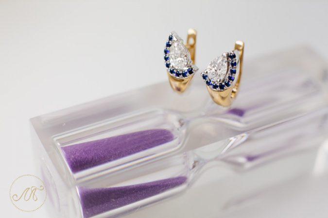 Золотые серьги с крупными бриллиантами и сапфирами