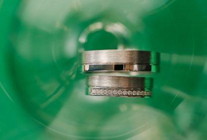Матовые обручальные кольца из белого золота