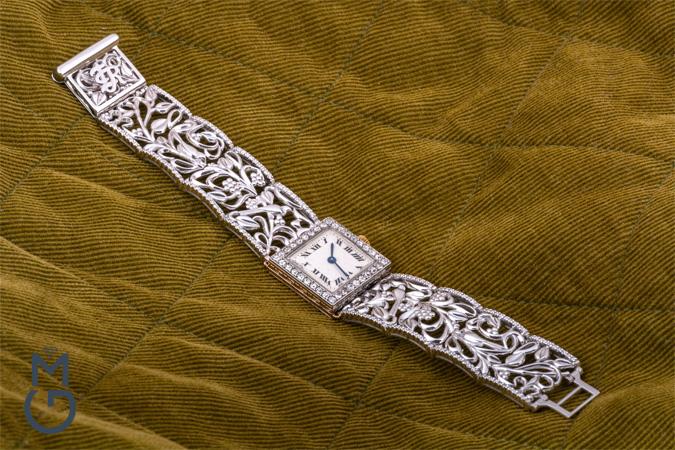 Часовой браслет из белого золота с бриллиантами