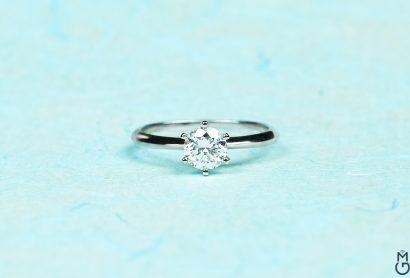Помолвочное кольцо с бриллиантом 0,6 ct.