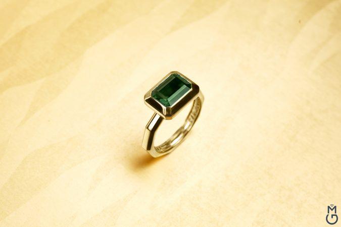 Витое золотое кольцо с турмалином