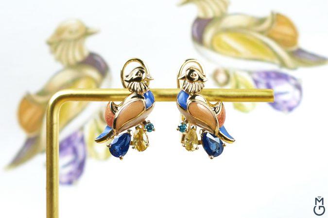 Необычные золотые серьги
