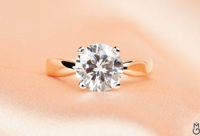 Кольцо из розового золота с бриллиантом в стиле Тиффани
