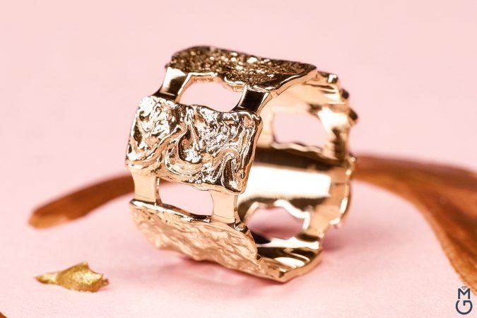 Широкое кольцо без камней